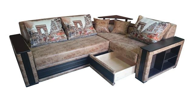 gauč, úložné prostory, polštáře s městem
