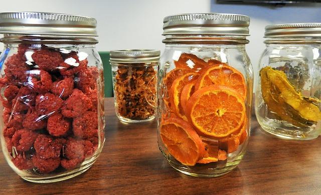 sušené ovoce ve sklenicích