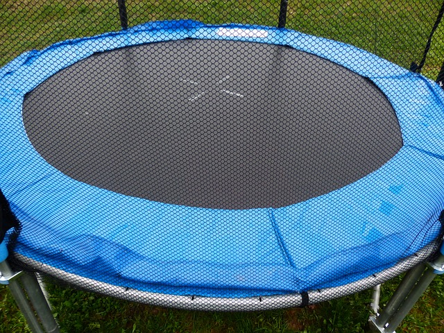 trampolina na zahradu
