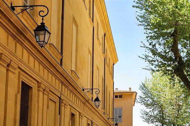 lampy na budově.jpg